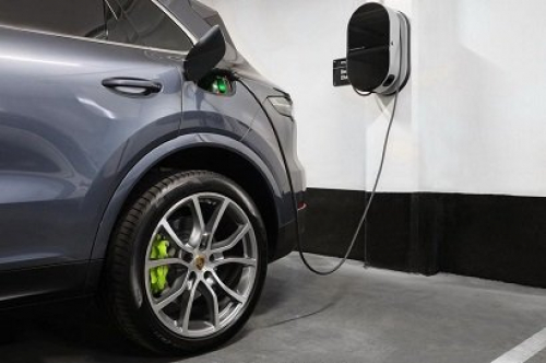 New Porsche Cayenne to be converted into electric car